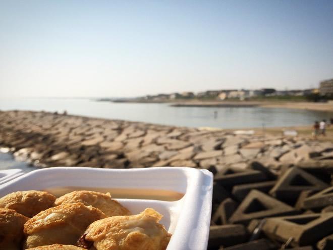 海を見ながらお昼ご飯