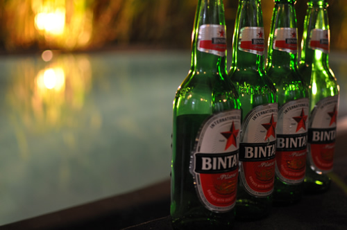 プールとビール